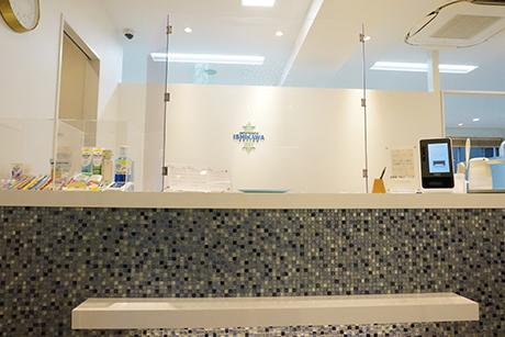 川崎市京急川崎駅徒歩5分の歯医者 いしかわ矯正歯科の受付